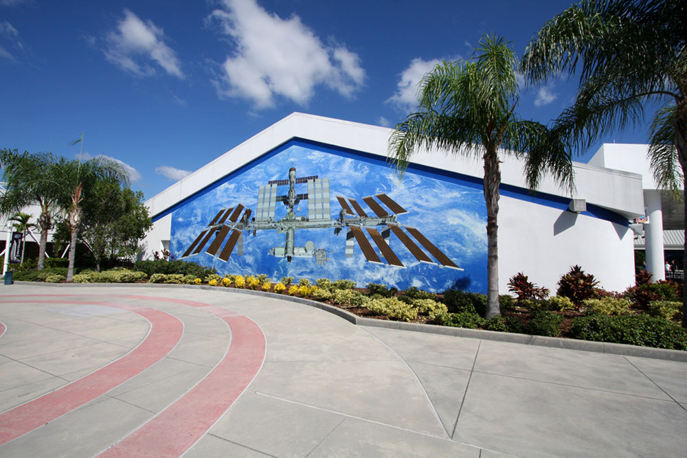 iss mural installed KSC
